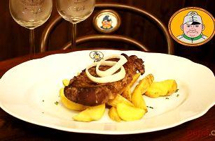 2x rumpsteak s grilovanou zeleninou, hranolky a salátem ve Švejk restaurantu v Praze