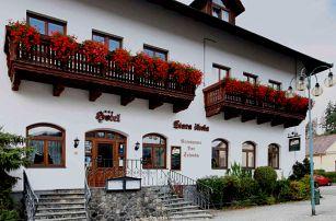 Hotel Stará Škola *** v Moravském krasu v pokoji DeLuxe včetně polopenze a bowlingu pro dva