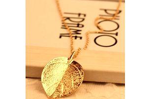 Náhrdelník s listem zlaté barvy