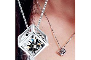 Sada náhrdelníku a náušnic ve tvaru krychle
