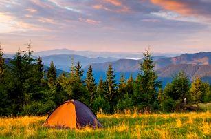 Stanování na horské pláni se snídaní a saunou