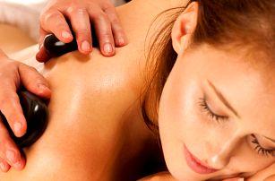 Masáž lávovými kameny a reaktivace svalů bylinnými extrakty
