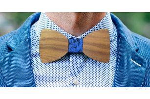 Ten sedne: Dřevěný pánský motýlek s kapesníčkem