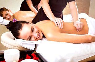 Chvilka společného odpočinku: párová masáž