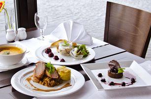4chodové degustační menu podávané na lodi