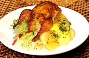 Bio kuřátko s hříbkovou nádivkou a brambory