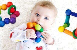 Dřevěná kousátka pro miminka ve stylu Montessori