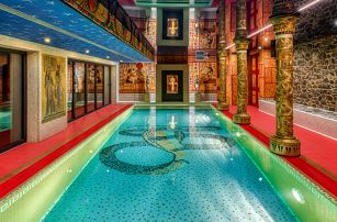 Relaxační slaný bazén v egyptském stylu