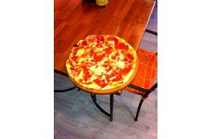 Pizza o průměru 35 cm v Pizerii Pergola, výběr z 10 druhů