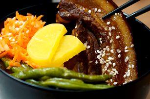 Tchajwanské menu včetně čajového vejce