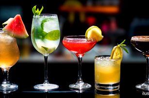 Míchaný drink v nově otevřeném music baru