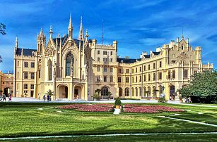 Romantická jižní Morava ve 4* elegantním hotelu u zámku Lednice s wellness nebo degustací vín a návštěvou unikátního skleníku