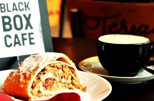 Káva a dezert v nové kavárně Black Box Cafe