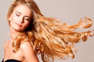 Péče o vlasy: melírování s regenerační kůrou.