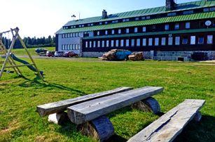 Ubytování v Krkonoších s polopenzí pro dva, sauna, kola. S výhledem na Liščí horu.