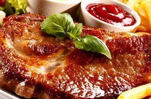 Výtečná steaková bašta u Švejka pro dvě, čtyři nebo šest osob. Vepřové, kuřecí, hranolky, tatarka aj