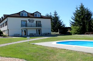 Léto v Českém Ráji v Hotelu Filip s polopenzí a venkovním bazénem