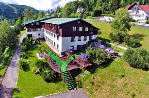 Krkonoše v létě: Špindlerův Mlýn v hotelu kousek od centra města s neomezenou finskou saunou a polopenzí