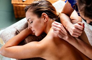 Hoďte starosti i bolesti za hlavu: výběr z masáží