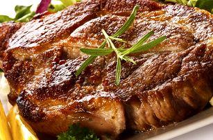 Vepřové steaky nebo krkovička u Švejka pro 2- 3 osoby. Jako sladká tečka zmrzlinový pohár.