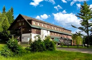 3–6denní pobyt pro 2 osoby s polopenzí a saunou v hotelu Maxov v Jizerkách