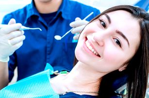 Zuby jako perličky: dentální hygiena i šetrné bělení