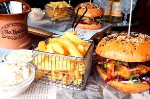 Burgerové menu s trhanými žebírky a cider pro 2
