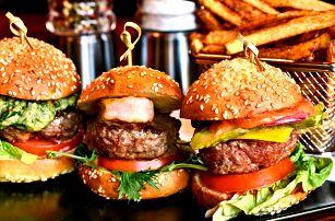 Gurmánské miniburgery s pepřovými hranolky