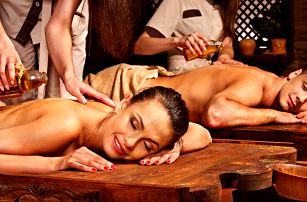 90 minut odpočinku pro pár: masáž, lázeň a sekt