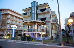 Itálie - Rimini na 5 dní, light all inclusive s dopravou letecky z Prahy 20 m od pláže