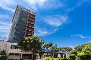 8–10denní Chorvatsko, Istrie   Dítě zdarma   Hotel Adriatic   50 m od pláže  Polopenze