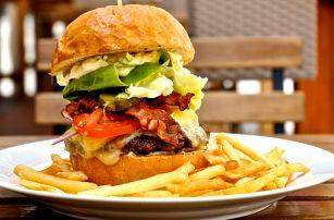 Pořádný hovězí burger s hranolky pro 1 či 2