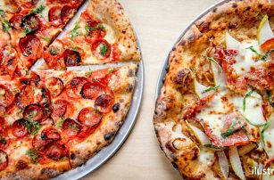 2 pizzy dle vašeho gusta a hodina bowlingu