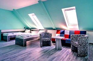 Znojmo v Hotelu N *** s polopenzí, vínem a saunou v obklopení vinic