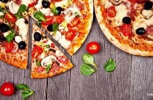 2 bohatě zdobené pizzy dle vlastního výběru
