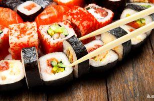 54 kousků sushi s krevetami, lososem i úhořem