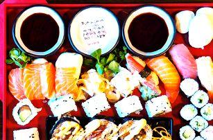 Sushi set se 48 kousky: losos, krevety i dýně