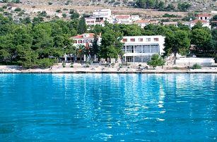 Chorvatsko - Trogir na 10 dní, polopenze s dopravou autobusem 10 m od pláže