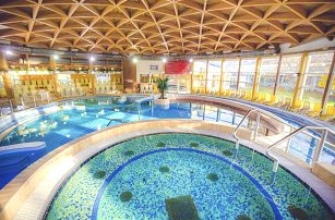Bük, Caramell Premium Resort s polopenzí a wellness o rozloze 200