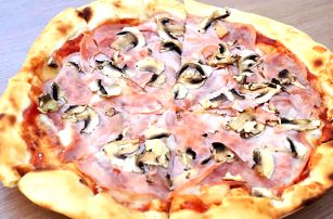Pizza z pece U Pepy: ⌀ 32 cm a výběr ze 6 druhů