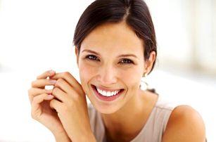 Bělení zubů bez peroxidu za pomoci LED lampy Magic White
