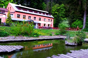 Jaro i léto v Bílých Karpatech s polopenzí a neomezeným wellness