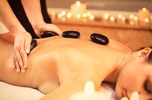 Masáž zad pro uvolnění svalstva + lávové kameny