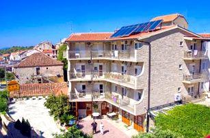 Chorvatsko v Hotelu Makarska *** se snídaní či polopenzí jen 350 metrů od moře