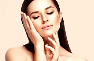 Omlazující ošetření pleti: základní péče i masáž