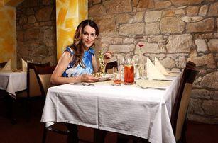 Degustační večeře s lahví vína v srdci Plzně