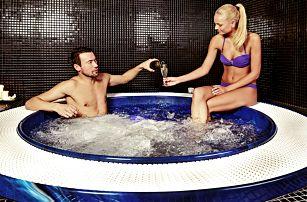 Relaxace v saunovém světě a vířivce pro 2 osoby