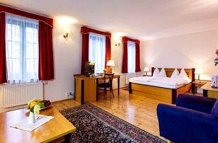 Centrum Karlových Varů v Hotelu Maltézský Kříž *** se snídaní, kávou a slevami