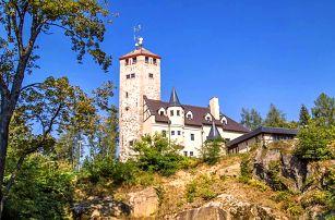 Liberec: hotel na hrádku s rozhlednou a polopenzí