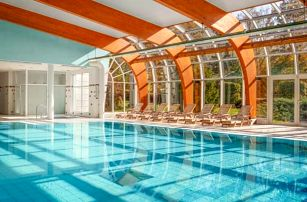 Karlovy Vary: relax v Resortu Sanssouci **** s neomezeným wellness, až 6 procedurami a polopenzí + program